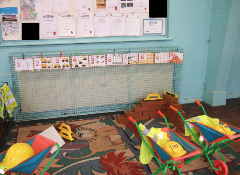 Builders 39 yard role play area classroom photo sparklebox for Builders in my area